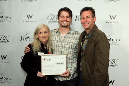 Jason Ritter Present Guard A Heart Check to Charity at MTV Gift Lounge