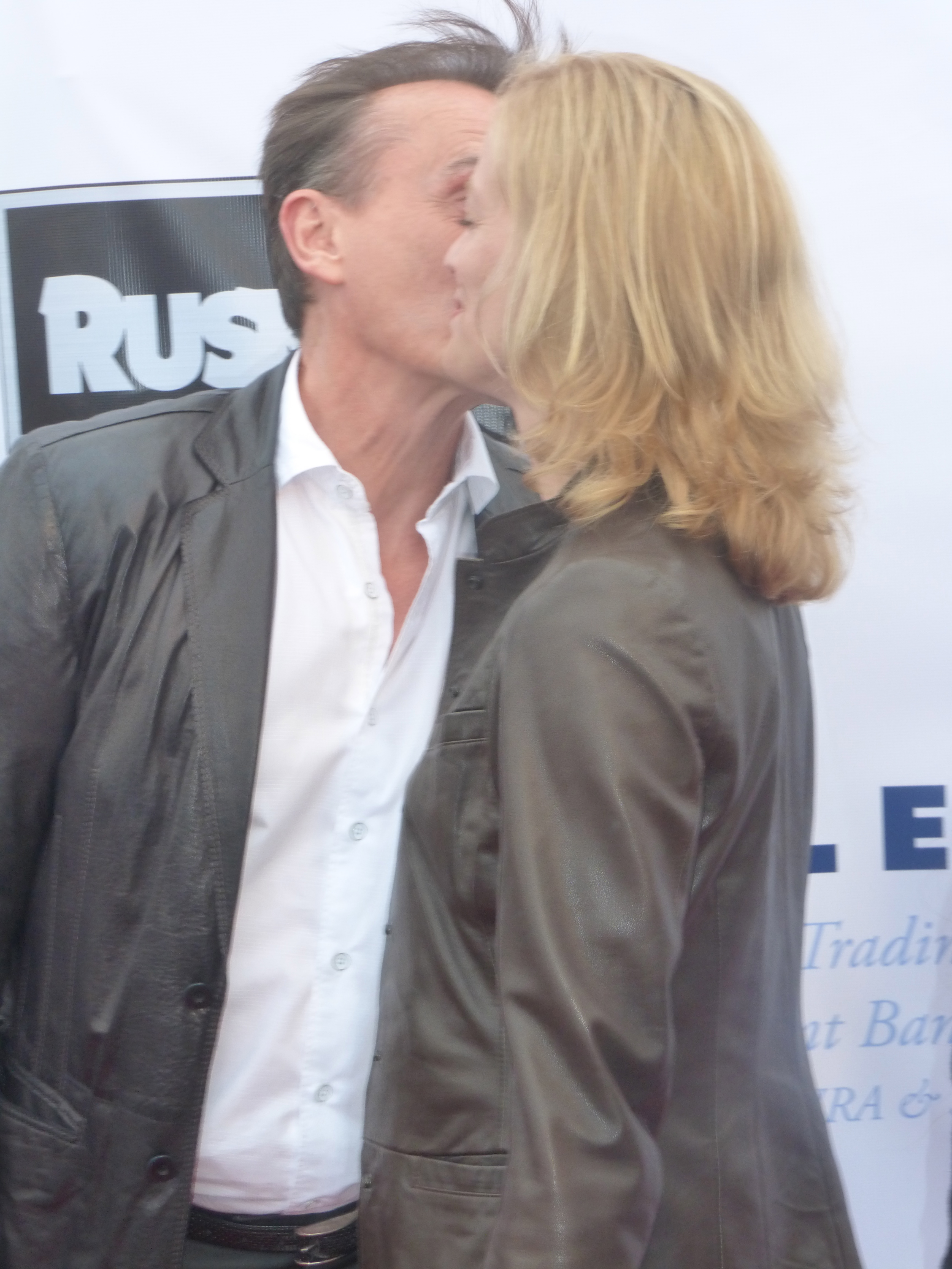 Actor Robert Knepper and his wife share a kiss on the red carpet of    Robert Knepper Wife